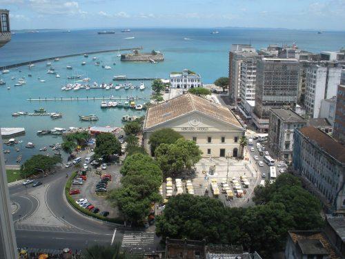 Baía de Todos os Santos, com vista do Mercado Modelo e do Forte  São Marcelo.