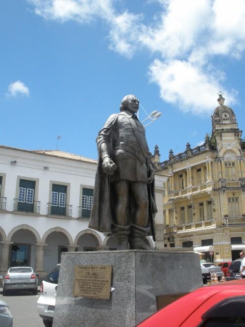 Estátua de Tomé de Sousa.