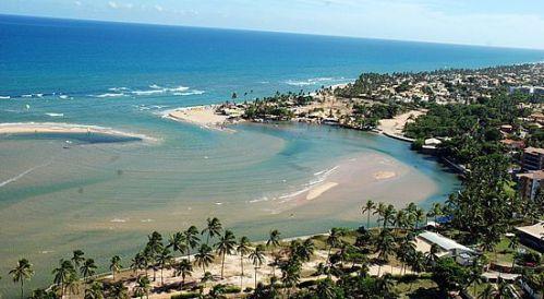 Praia de Buraquinho - encontro do rio com o mar.