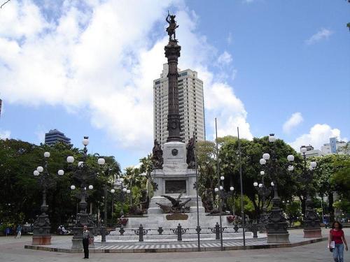 Caboclo na Praça Dois de Julho (Campo Grande) - Foto viversalvador.