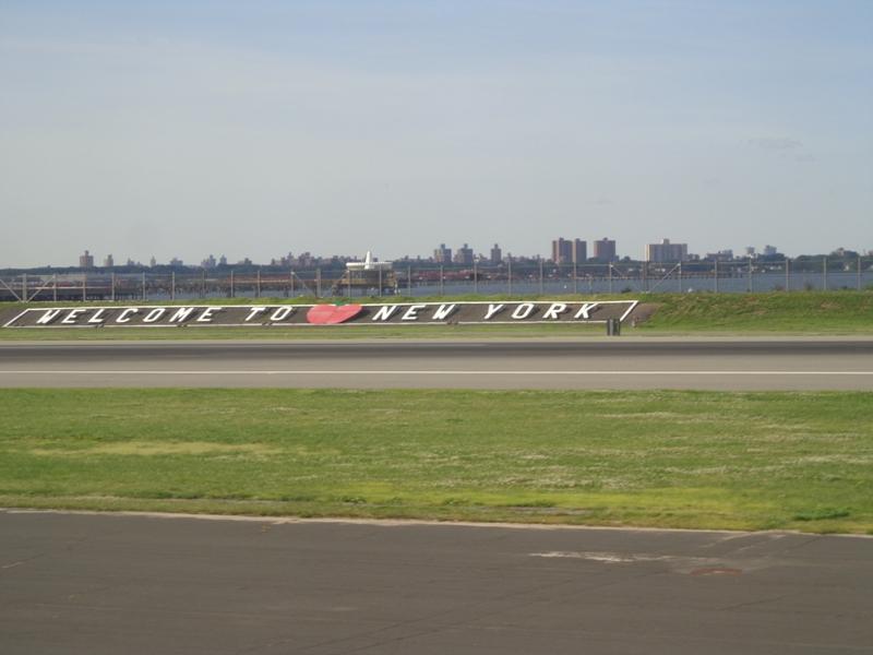 Aeroporto New York La Guardia : New york lá vou eu ginapsi s